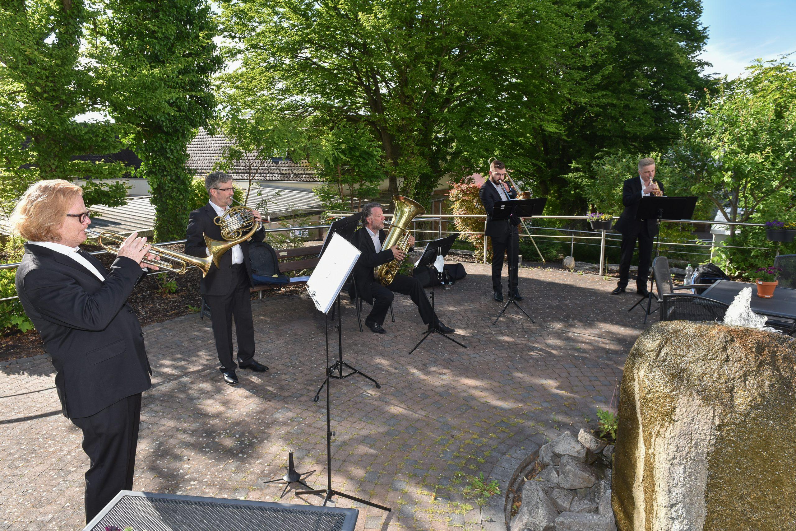 Rotary Brass Musiker am Bodelschwingh-Heim in Weinheim